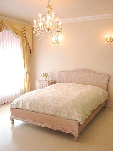 プリマベーラ クィーンサイズ ベッド 薔薇の彫刻 ピンクベージュ色