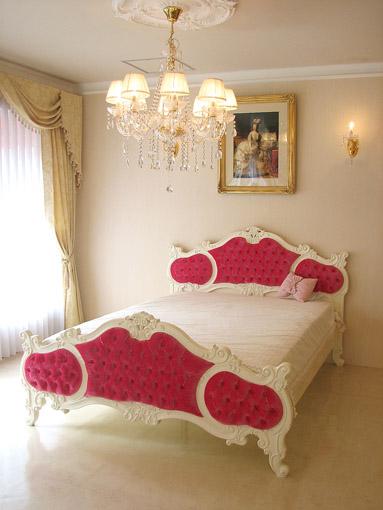 オードリー 女優ベッド セミダブルサイズ ベルベット ショッキングピンクの張り地