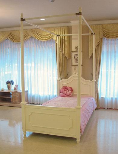 レディメイ 天蓋ベッド シングルサイズ リボンの彫刻 ホワイト色