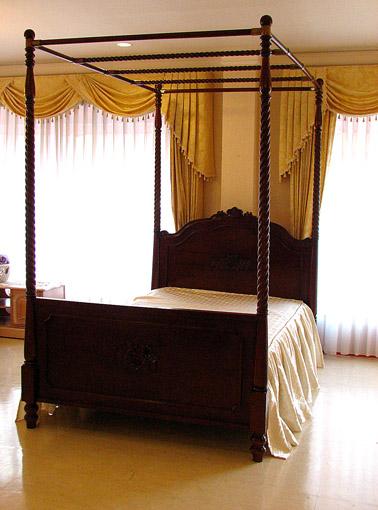 天蓋付きベッド セミダブルサイズ ビバリー&薔薇の彫刻 ブラウン色