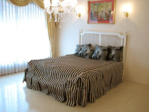 マダム・ココ クィーンサイズベッド