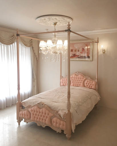 女優ベッドオードリー 天蓋 セミダブル ピンクベージュ色 ピンクモアレの張地