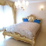 ロココスタイルベッド ルナ クィーンサイズ ゴールド色 ブルーベルベット ボタン締め仕上げのサムネイル