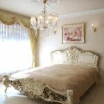 ロココスタイルベッド モールディングデザイン イニシャルMの彫刻 アンティークホワイト&ゴールド色 マットサイズW170のサムネイル