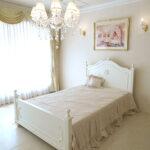 レディメイ セミダブルベッド オードリーリボンとイニシャルRの彫刻 ホワイト色のサムネイル