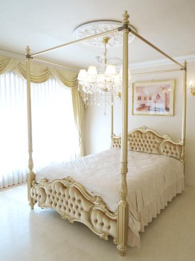 女優ベッド オードリー ダブルサイズ ゴールド色 天蓋付き ゴールドのベルベット仕上げ
