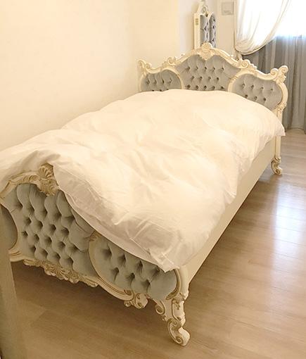 女優ベッド オードリー セミダブル シェルの彫刻 アンティークホワイト&ゴールド色