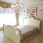ロココベッド クィーンサイズ ゴージャススタイル アンティークホワイト&ゴールド色 マットなしのサムネイル