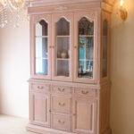 キャビネット 3枚扉 薔薇の彫刻 ピンクベージュ色のサムネイル