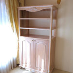 ブックシェルフ W90×H165 下部両開き扉 薔薇と美しい彫刻 ピンクベージュ色のサムネイル