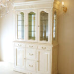 キャビネット3枚扉 シェルの彫刻 ロッソマーブル色 ミラーバックのサムネイル