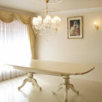ベルサイユダイニングテーブル 240cm 伸長式 アンティークホワイト&ゴールド色のサムネイル