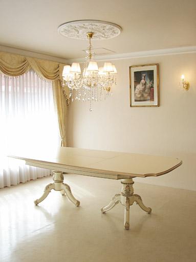 ベルサイユダイニングテーブル 240cm 伸長式 アンティークホワイト&ゴールド色