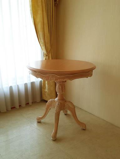 ティーテーブル Φ70㎝× H72cm シェルの彫刻 ピンクベージュ色