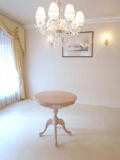 ビバリーヒルズ ラウンドテーブル Φ70 一本脚 オードリーリボンの彫刻 ピンクベージュ色 H72㎝