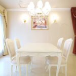 ビバリーヒルズ ダイニングテーブル 160 薔薇の彫刻 脚の彫刻なし ホワイト色のサムネイル