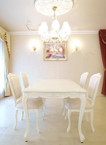 ビバリーヒルズ ダイニングテーブル 160 薔薇の彫刻 脚の彫刻なし ホワイト色