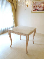 ラ・シェル ダイニングテーブル 正方形 W80×D80 cm ピンクベージュ色 ホワイトカラーラ 大理石天板