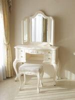ビバリーヒルズ ドレッサー オードリーリボンの彫刻 ホワイト色 リボンとブーケ柄オフホワイトの張り地