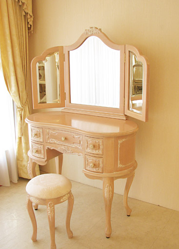 プリンセスドレッサー バラの彫刻 ビバリーヒルズドレッサーの上台 ミラー裏:彫刻あり リボンとブーケ柄オフホワイトの張地