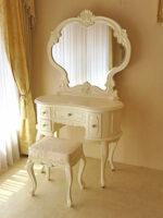 プリンセスドレッサー 一面鏡 イニシャルHの彫刻 ホワイト色 アンアイボリーの張地 ビバリーヒルズスツール