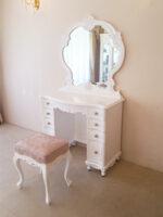 ビバリーヒルズドレッサー スーパーホワイト色 一面鏡 Rの彫刻 引き出し9杯 アンピンクⅠの張地