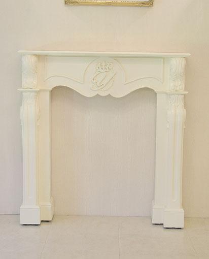 マントルピース シェル クラウン&イニシャルの彫刻 ホワイト色