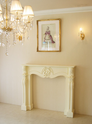 マントルピース シェル リボン&イニシャルの彫刻 ホワイト色
