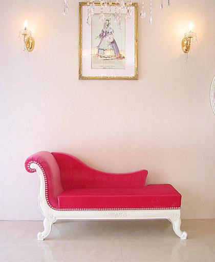 バラの令嬢ソファ ホワイトの猫脚 ショッキングピンクの張り地