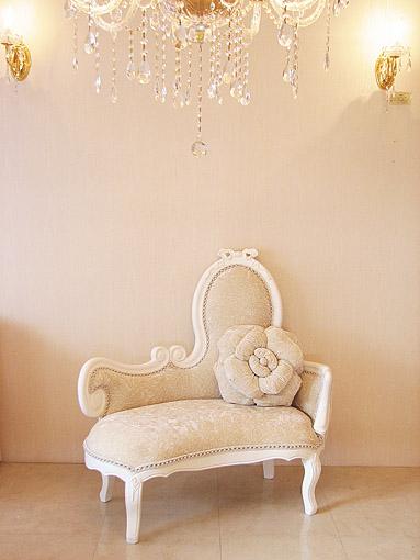 オードリーリボンの女優ソファ スーパーホワイト色 チンチラ柄ホワイトベルベットの張り地