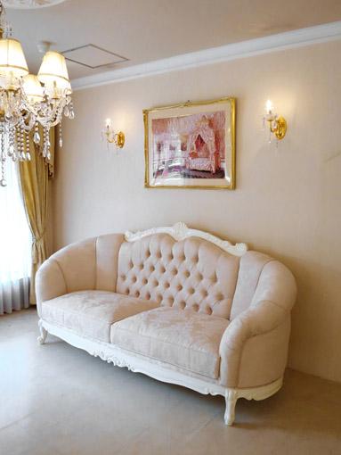 ヴィクトリア 3Pソファ ビバリーヒルズスタイル ホワイト色 リボンとブーケ柄 オフホワイトの張地