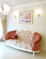 ヴィクトリア 3Pソファ ビバリーヒルズスタイル ホワイト色 薔薇柄とマダムポリニャックの張地