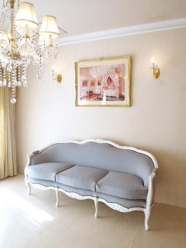 フレンチスタイルソファ 薔薇の彫刻 スーパーホワイト色 グレイッシュファブリック