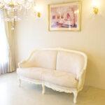 ベルサイユ 2シーター ソファ ビバリーヒルズの彫刻 ホワイト色 リボンとブーケ柄オフホワイトの張地のサムネイル