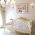 ロココ調ソファ ヴィクトリアンスタイル 3シーター 金箔塗装 アンティーク仕上げ リボンとブーケ柄オフホワイトの張地のサムネイル