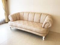 輸入 オーダー家具 テレジア 3シーターソファ 猫脚 ピンク花かご柄の張地 脚部 スーパーホワイトグロス色