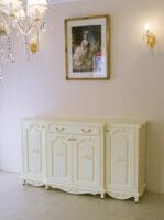 ラ・シェルサイドボード 4枚扉 引出1杯 薔薇とオードリーリボンの彫刻 ホワイト色