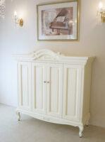 キャビネット収納型TVボード リボンの彫刻 ホワイト色