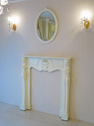 マントルピース クラウン&イニシャルSの彫刻 ホワイト色