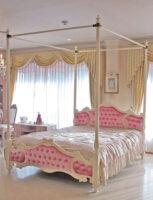 女優ベッド オードリー 天蓋付き クィーンサイズ オードリーリボンの彫刻 ベビーピンクのベルベットの張り地
