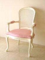 アームチェア ラタン&ファブリック ホワイト色 薔薇の彫刻 ピンクモアレ柄