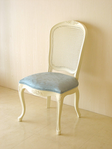 ラ・シェル ラタンチェア 薔薇の彫刻 座面布張り ホワイト色 アン(ブルー)の張り地