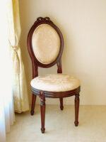 オーバルチェア ルイ16世スタイル リボンの彫刻 ブラウン色 リボンとブーケ柄イエローゴールドの張り地