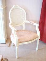 アームチェア ルイ16世スタイル リボンの彫刻 ラタン&布 リボンとブーケ柄イエローゴールド
