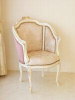 ジューシーチェア オードリーリボンの彫刻 アンティークホワイト&ゴールド 張り地:内張り 花かご柄ピンク/外張り ポリニャック