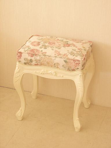 ビバリーヒルズ スツール オードリーリボンの彫刻 ホワイト色 薔薇柄