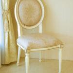 ルイ16世スタイル オーバルチェア 彫刻なし アンティークホワイト&ゴールド色 ピンク花かご柄のサムネイル