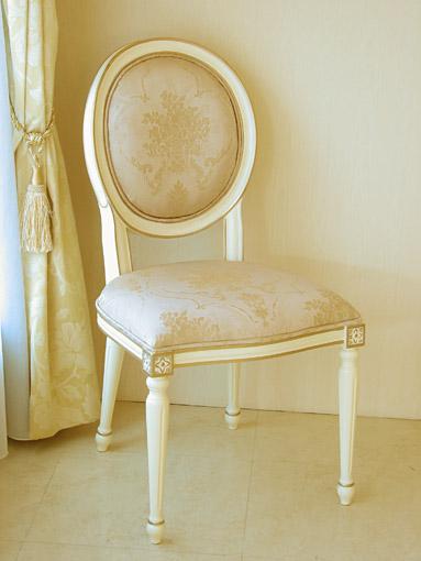 ルイ16世スタイル オーバルチェア 彫刻なし アンティークホワイト&ゴールド色 ピンク花かご柄