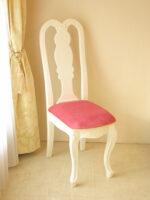 プリマベーラ クィーンアンチェア 薔薇の彫刻 ホワイトグロス色 座面ショッピングピンクのベルベット