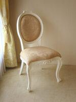 オーバルチェア 猫脚 バラの彫刻 ホワイト色 リボンとブーケ柄イエローゴールドの張地